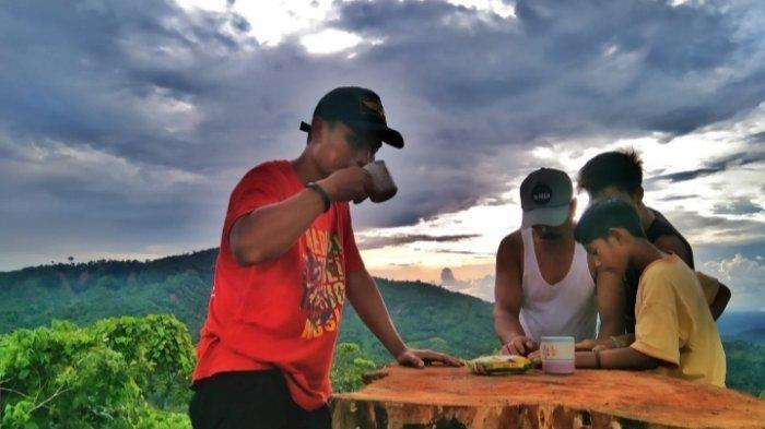 Wisata Kalsel Puncak Titian Musang di Hantakan HST, Kemping Lebih Asyik Mengintai Momen Sunrise - wisata-kalsel-puncak-titian-musang-desa-patikalain-hantakan-kabupaten-hst-kalsel-06.jpg