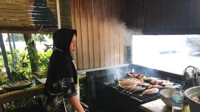 Destinasi Wisata Kuliner Kawasan Bawah Jembatan, Masakan Banjar Tersedia di Sini