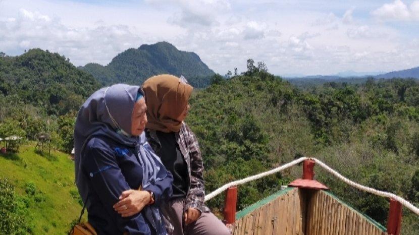 salah-satu-spot-foto-di-puncak-kampung-bambu12.jpg