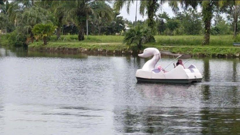 selain-bermain-sepeda-air-di-danau-ini-juga-bisa-mancing-safcad.jpg