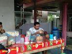 kuliner-kalsel-pelanggan-kelapa-bakar-pakde-1111.jpg