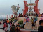 Pesona Objek Wisata Patung Ikan Jelawat Sampit Kalteng Menarik Banyak Pengunjung