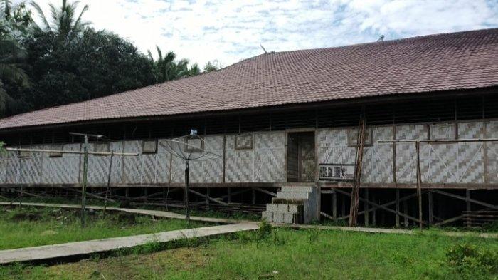 Memiliki 40 Pintu Kamar, Balai Adat Malaris Dijadikan Tempat Menyimpan Padi