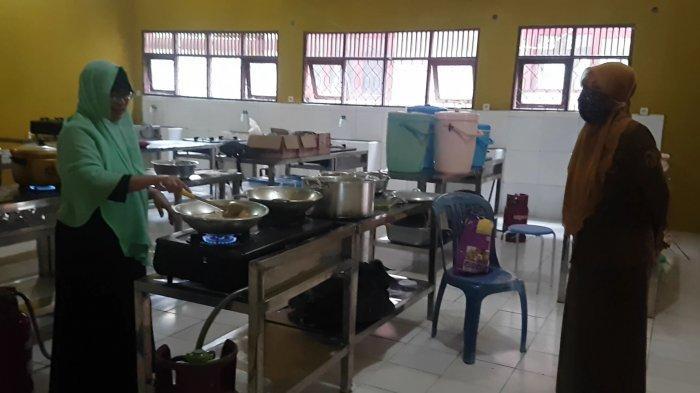 SMK Negeri 1 Martapura Banjar Kalsel Buka Dapur Umum Salurkan Nasi Bungkus