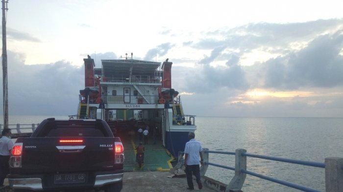 Jam Keberangan Kapal Penyeberangan Stagen - Tarjun Kabupaten Kotabaru Kalsel