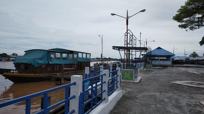 Kapal Susur Sungai di Pelabuhan Rambang Palangkaraya siap melayani warga yang ingin berkeliling Sungai Kahayan Kalimantan Tengah.