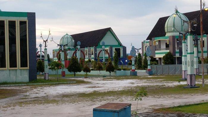 Kawasan Islamic Center Masjid Wahyu-Al-Hadi Jalan Jend Soedirman Sampit, Kalimantan Tengah.