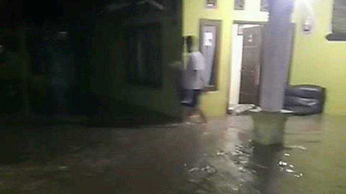 Sebanyak 104 rumah dan dua pondok pesantren di tiga kelurahan di Kabupaten Lebak terendam banjir pada Selasa (20/4/2021) dini hari.