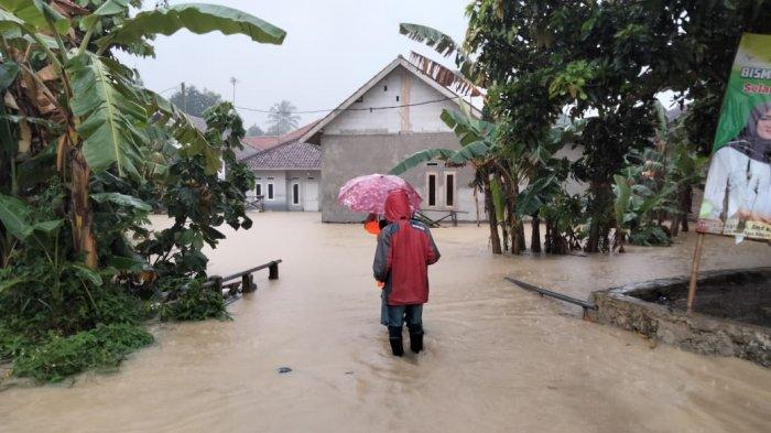 Sebanyak 97 rumah di empat kecamatan di Kabupaten Lebak, Banten, terendam banjir pada Sabtu (3/4/2021), setelah diguyur hujan deras. Di antaranya terjadi di Perumahan BukitKaduagung Utama, Kecamatan Cibadak, Lebak.