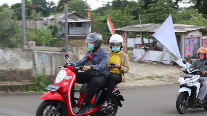Wali Kota Tangsel Airin Rachmy Diany Tetap Modis Tinjau Banjir Dibonceng Sepeda Motor dan Pakai Helm