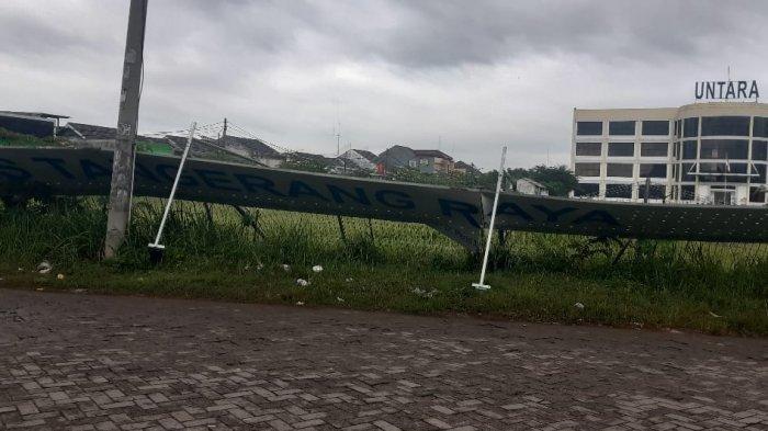 Angin Kencang Disertai Hujan di Tigaraksa Tangerang, Pengendara Motor Terbang Melayang