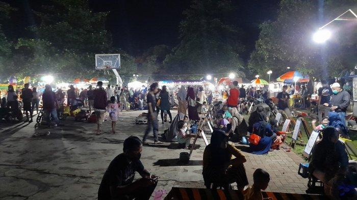 Semakin Malam, Warga Menikmati Malam Takbiran Idul Fitri 2021 di Alun-alun Pandeglang Bertambah