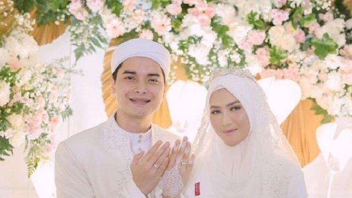 Rayakan Momen Sebulan Pernikahan dengan Alvin Faiz, Henny Rahman : Satu Bulan Ceunah
