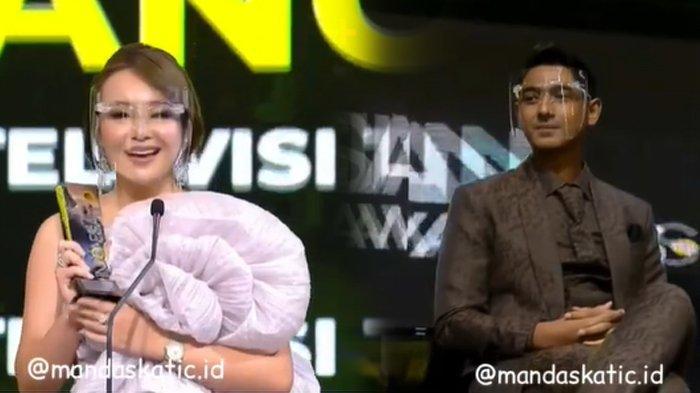 Amanda Manopo 'Cuek' Lewati Arya Saloka di Indonesian Television Awards, Ekspresi Aldebaran Disorot