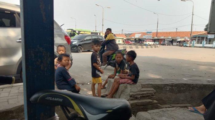 Pantauan di Pasar Rau dan Terminal Pakupatan, Banyak Warga Kedapatan Tak Pakai Masker