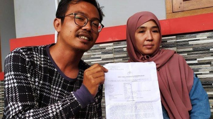 Yudi Nugroho (36), ayah anak tunarungu korban penganiayaan di rumahnya di Bambu Apus, Pamulang, Tangsel, Selasa (6/4/2021).