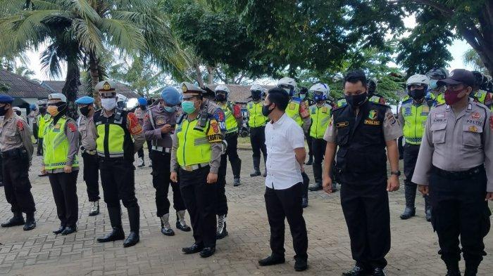 Seluruh Tempat Wisata Pantai di Banten Ditutup Sementara, Polisi Sekat Warga yang Masih Nekat