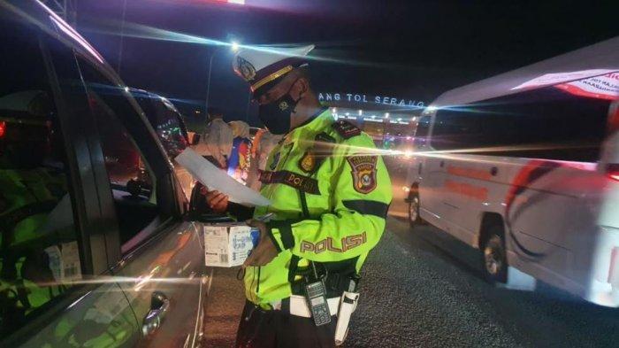 Hari Pertama Pelarangan Mudik di Serang, Puluhan Kendaraan Pemudik Diputar Balik di Gerbang Tol