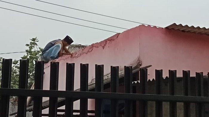 Puluhan Warga Terdampak Angin Puting Beliung di Tangerang
