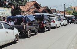 Antrean Kendaraan Terlihat Menuju Kawasan Banten Lama Minggu Siang, Sebagian Peziarah Berjalan Kaki