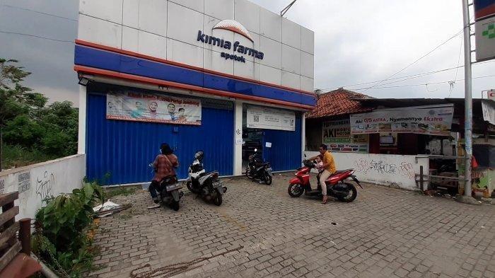 Apotek yang dibobol maling, di Jalan Raya Jombang, Pondok Aren, Tangsel, Senin (24/5/2021).