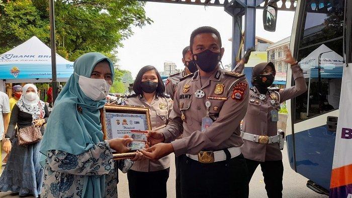 HUT Ke-75 Bhayangkara, Polda Banten Gratiskan Pembuatan SIM Bagi 100 Warga Lahir 1 Juli