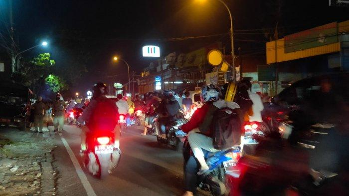 arus-lalu-lintas-di-ciledug-pada-malam-takbiran-idul-fitri.jpg