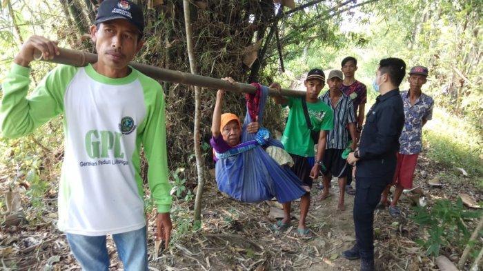 Pilu Ibu Hamil Sampai Nenek 70 Tahun Berobat Ditandu di Sindangresmi, Puskesmas: Setop Salahkan Kami