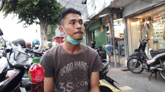 Aulia Rafiqi (23), korban begal bermodus polisi, saat memberi keterangan di Jatinegara, Jakarta Timur, Rabu (6/10/2021).