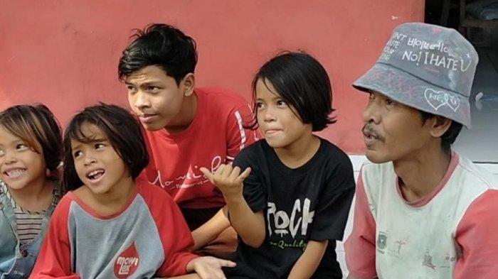 Sosok Tanto Gunawan, Ayah yang Rela Ketuk Pintu Rumah Warga untuk Biaya Anak Sekolah di Lebak