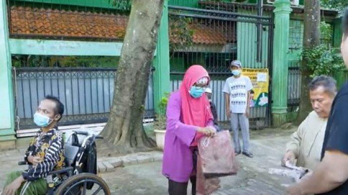 Baim Wong Terkejut, Anak Laki-laki Penyandang Disabilitas Berikan Amplop Berisi Uang, Untuk Apa?