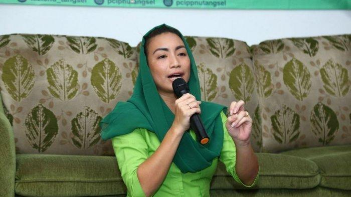 Bakal Calon Wakil Wali Kota Tangerang Selatan Rahayu Saraswati Djojohadikusumo saat menghadiri acara Ngaji Kamulyan di Posko NU Tangsel Peduli COVID-19, Jalan Otista Raya, Ciputat, Tangsel, Banten pada Minggu (23/8/2020) malam.