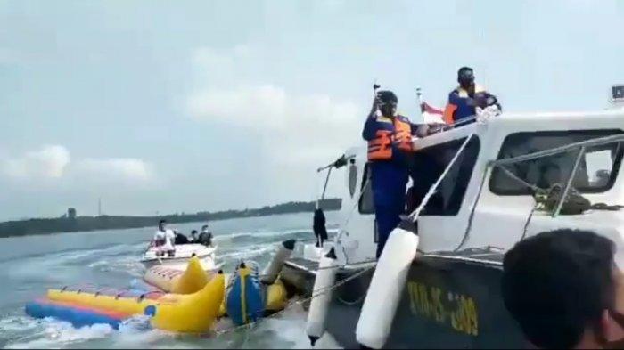 viral video yang memperlihatkan anggota Polair sedang mengamankan banana boat yang diamankan dari kawasan wisata Pantai Carita, Pandeglang