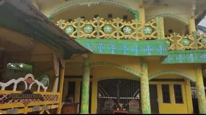 Bangunan Kerajaan Angling Dharma Pandeglang