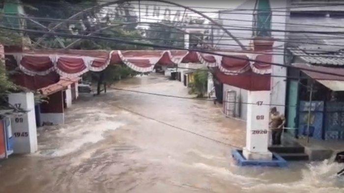 Banjir Parah Melanda Perumahan Duren Villa Tangerang,Lansia Tunggu Perahu Evakuasi Sampai Berjam-jam