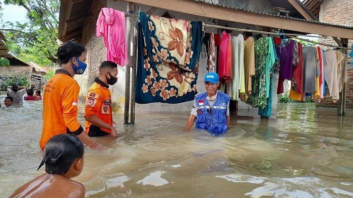 Banjir di Kampung Serang Ini Sudah Setinggi Ini, Petugas BPPD Bingung Tak Ada Ketua RT hingga Kades