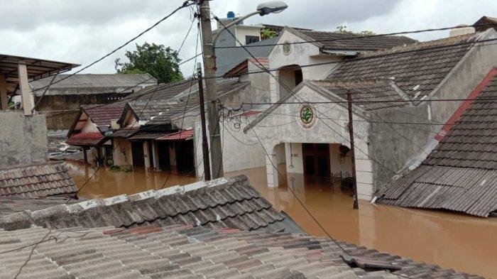 Banjir di kompleks Perumahan Ciledug Indah I, Kota Tangerang, Banten, Sabtu (20/2/2021).