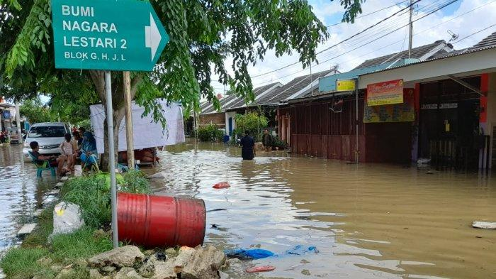 Banjir di Perumahan Bumi Nagara Lestari, Desa Nagara, Kecamatan Kibin, Kabupaten Serang, Rabu (3/2/2021).