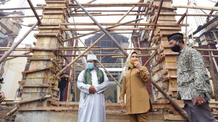 Al-Khair Foundation memberikan bantuan rumah sementara kepada 24 keluarga di Kabupaten Serang, Selasa (30/3/2021). Bantuan itu diserahterimakan langsung kepada Bupati Serang Ratu Tatu Chasanah, Selasa (30/3/2021).