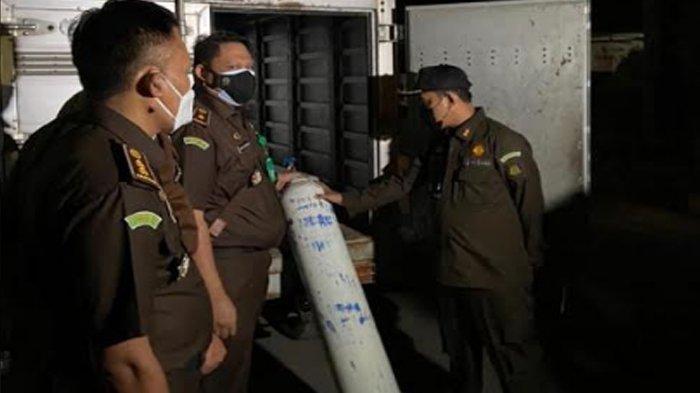 Kejaksaan Tinggi Banten Beri Bantuan Isi Ulang 20 Tabung Oksigen Untuk RSUD Banten