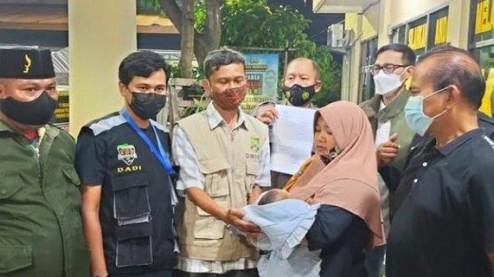 Wanita di Tangerang Tinggalkan Bayi di Apotek, Selipkan Sepucuk Surat
