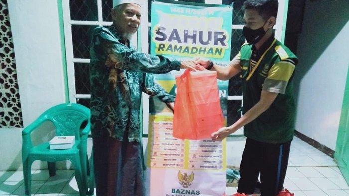"""Badan Amil Zakat Nasional (Baznas) Provinsi Banten menggelar program """"Berbagi Berkah Sahur Ramadhan"""" atau kegiatan bagi-bagi nasi kotak untuk santap sahur gratis di sejumlah lokasi di Kota Serang, Selasa (20/4/2021)."""