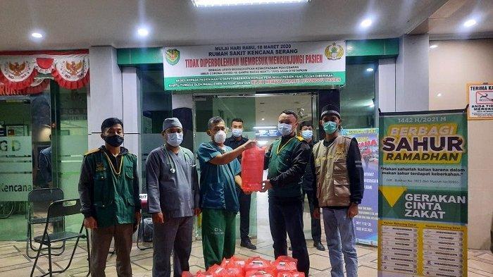 Baznas Banten Bagikan Ribuan Nasi Kotak Sahur untuk Keluarga Pasien Hingga Marbot di Serang