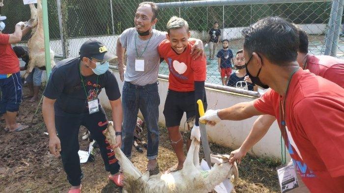 Bek Kanan Persita Tangerang Ini jadi Tukang Timbang Daging Kurban
