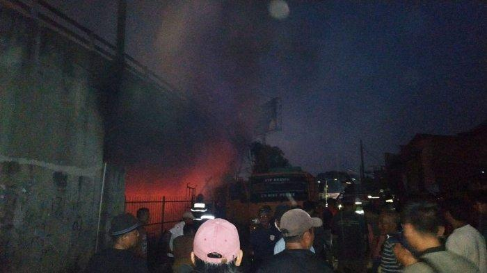 Bengkel Mobil di Pulomerak Kota Cilegon Terbakar, Warga: Api Sudah Membesar