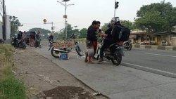 Viral Warga Gotong-royong Berikan Bensin Gratis untuk Pemudik, Warganet : Indahnya Indonesia