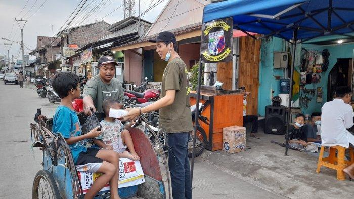Berbagai Komunitas di Serang Patungan Berikan Santunan kepada Anak Yatim dan Makanan Berbuka Puasa