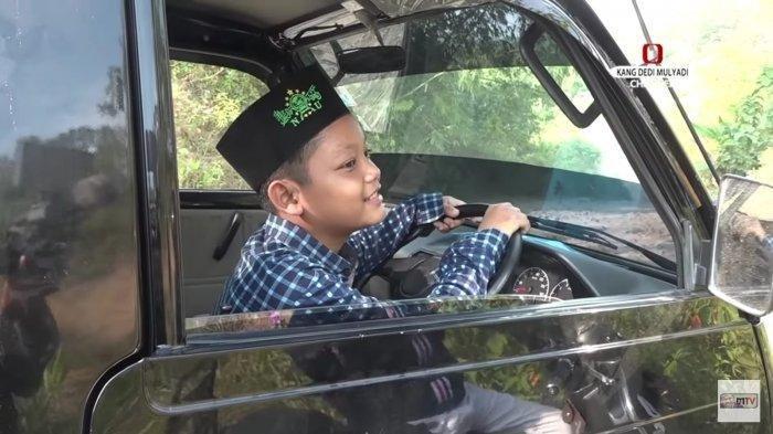 Dedi Mulyadi Berhentikan Bocah SMP yang Kendarai Mobil Pick Up, Syok Bisa Santai Lewati Jalan Terjal