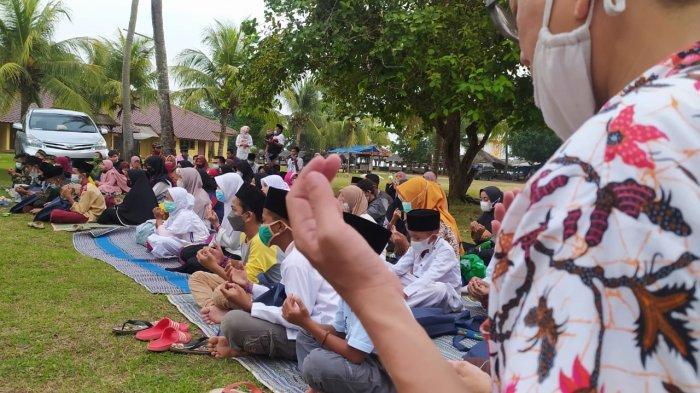 Komunitas EMCI Korcab Banten Gelar Bukber dengan Anak Yatim di Pantai, Pengurus: Seduluran Selawase
