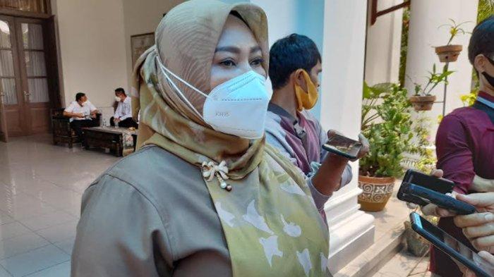Bupati Pandeglang, Irna Narulita usai menjalani vaksin Covid-19, Senin (25/1/2021)